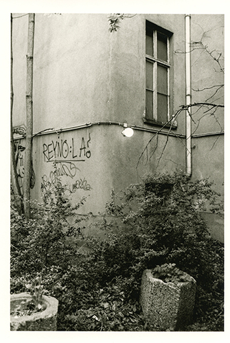 Hinterhof 08:13015