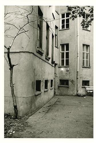 Hinterhof 08:16014